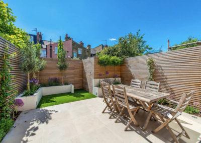 terrazza-esterna-giardino-legno-con-pareti-su-misura